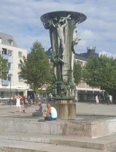 Fontänen i Enköping beskuren